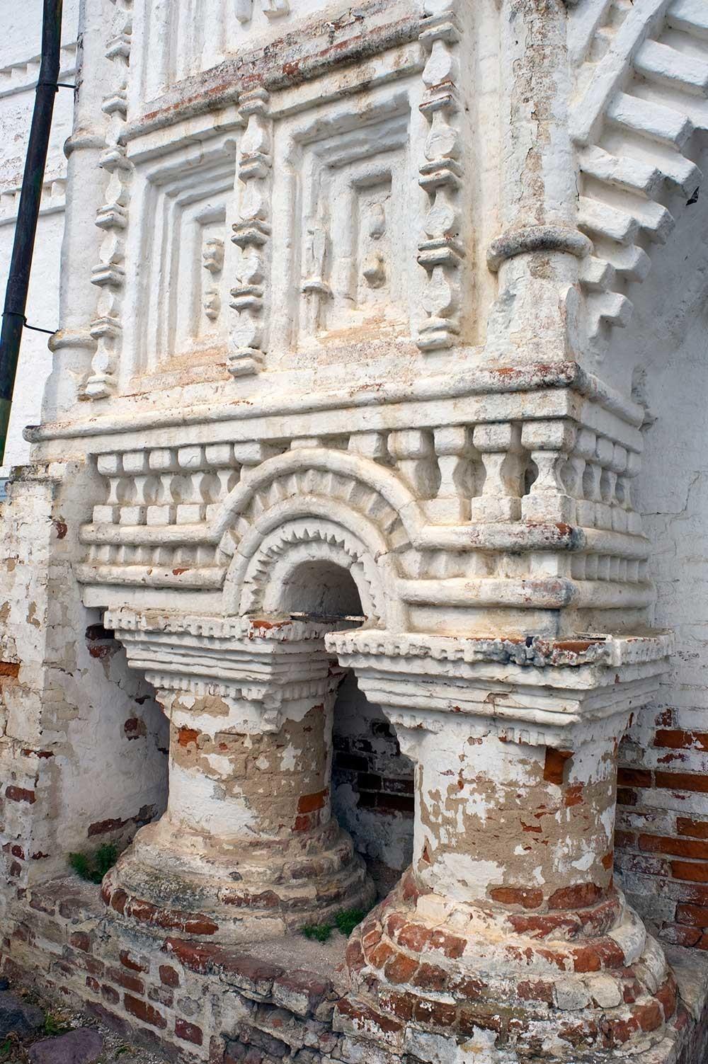 ゴリツキー生神女就寝修道院。東門。東側正面の細部。2012年7月12日。