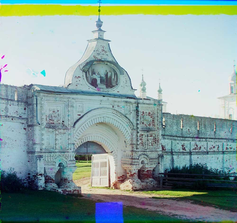 ゴリツキー生神女就寝修道院。東門。東側の景観。 1911年夏。