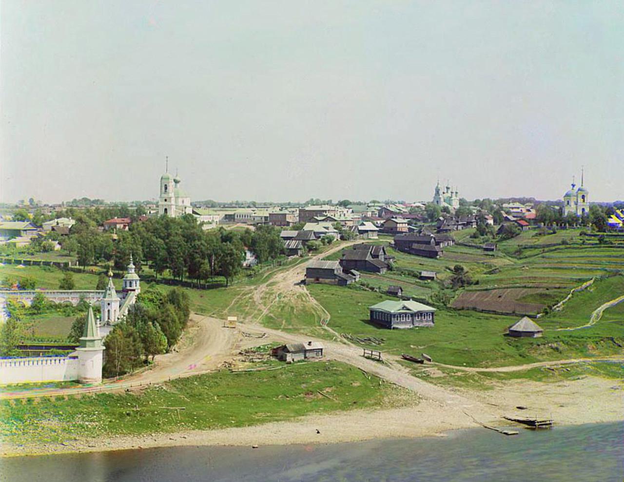 Vista da cidade de Staritsa
