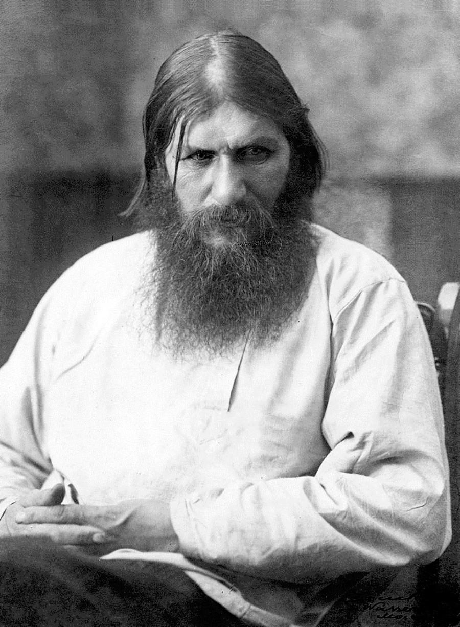 O místico Grigóri Raspútin, que teve papel fundamental nos últimos anos da família Romanov.