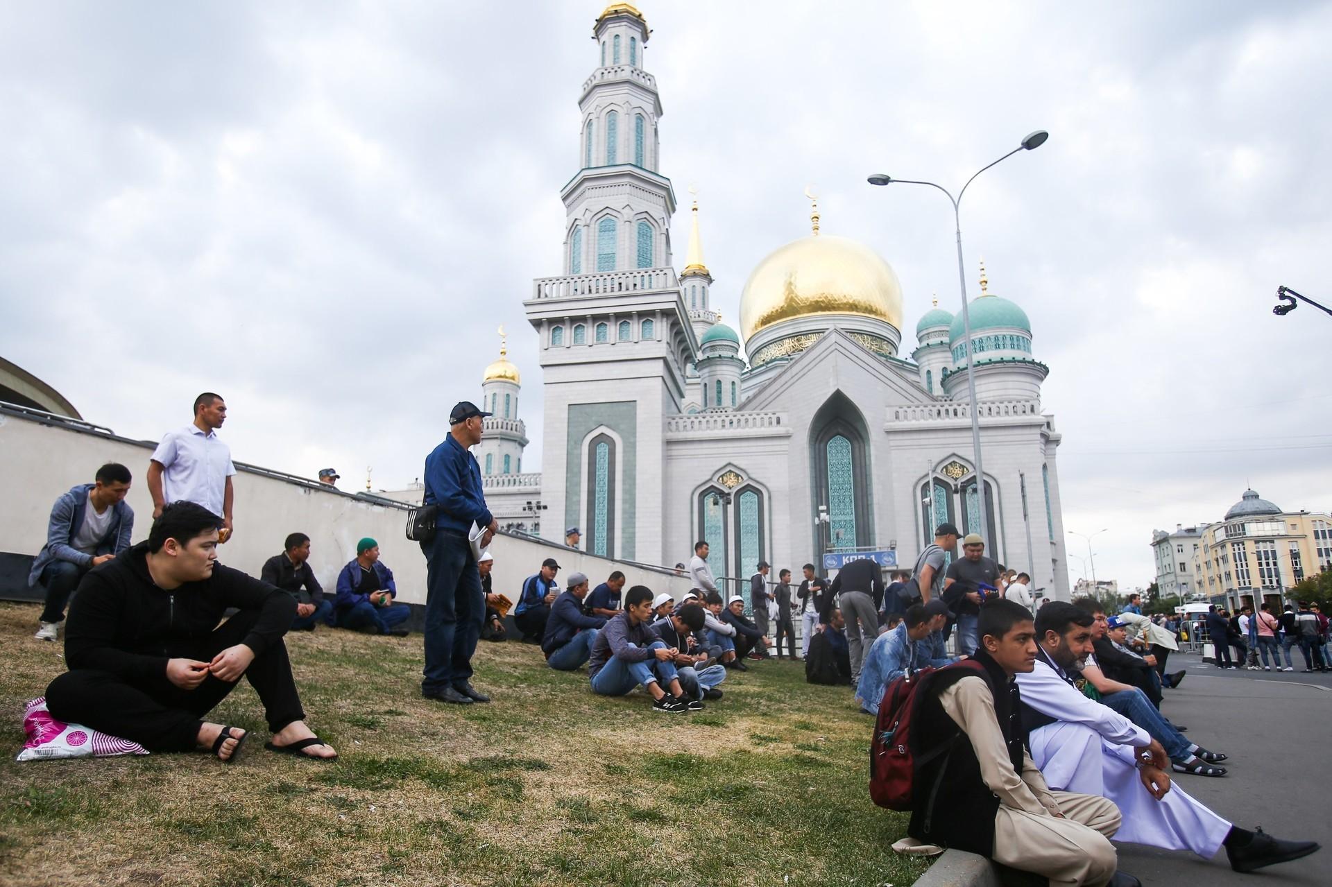 Tak seperti di Indonesia, perayaan Hari Raya Idul Adha di Rusia tahun ini dirayakan pada hari Selasa, (21/8).