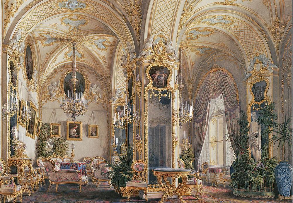 Salón estilo rococó con cupidos.