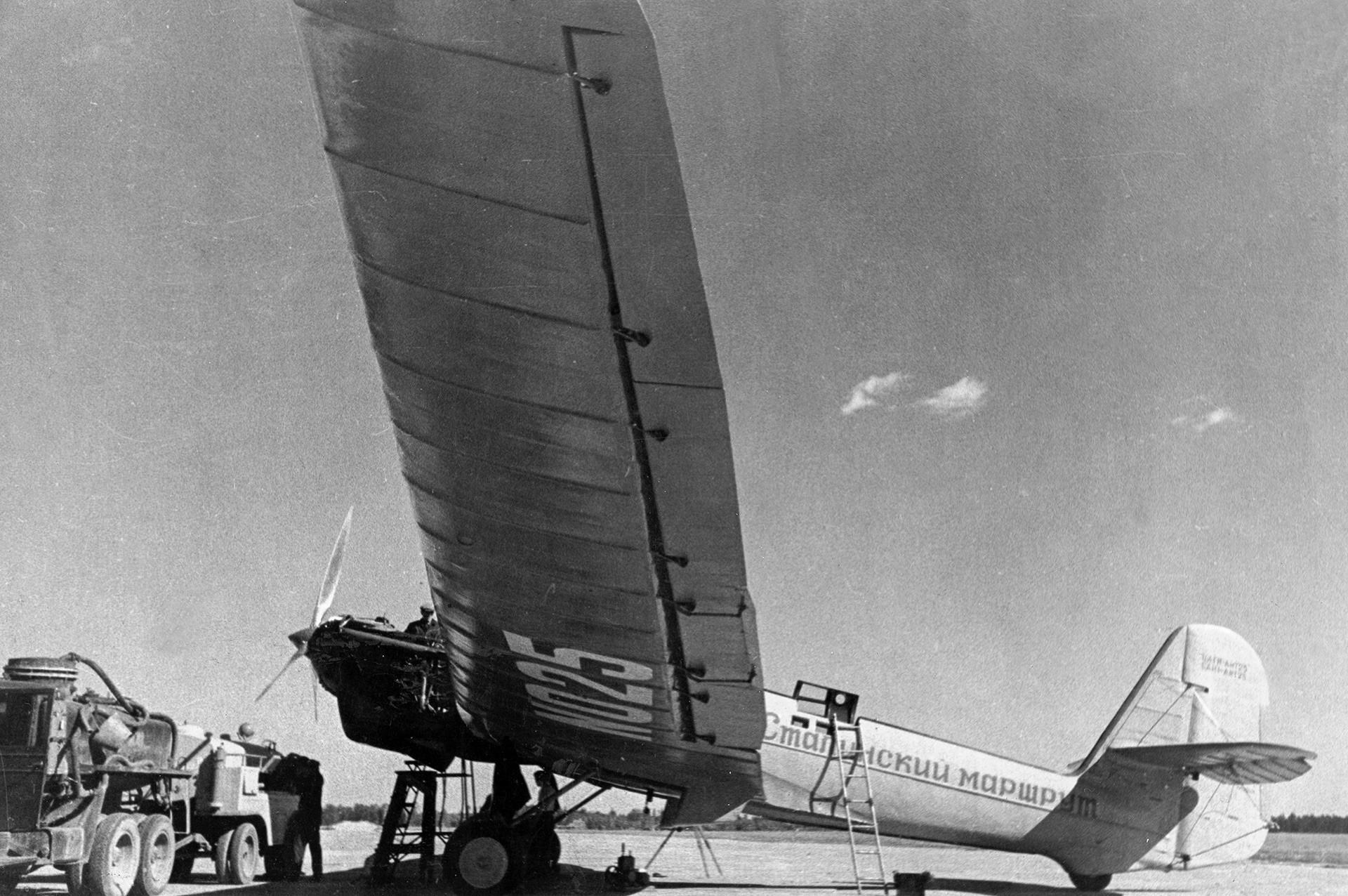 モスクワから極東まで記録的な飛行(スターリン航路)を行ったトゥポレフANT-25。