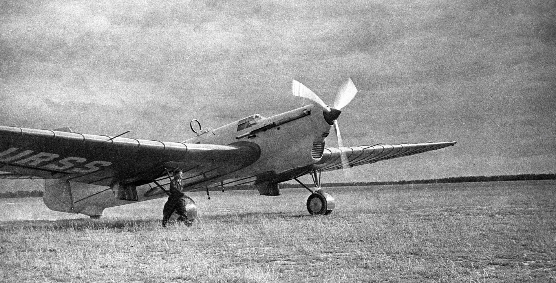 1937年 6月 18 日にモスクワー北極ー米国という航路で飛行し、バンクーバーで到着したANT-25。