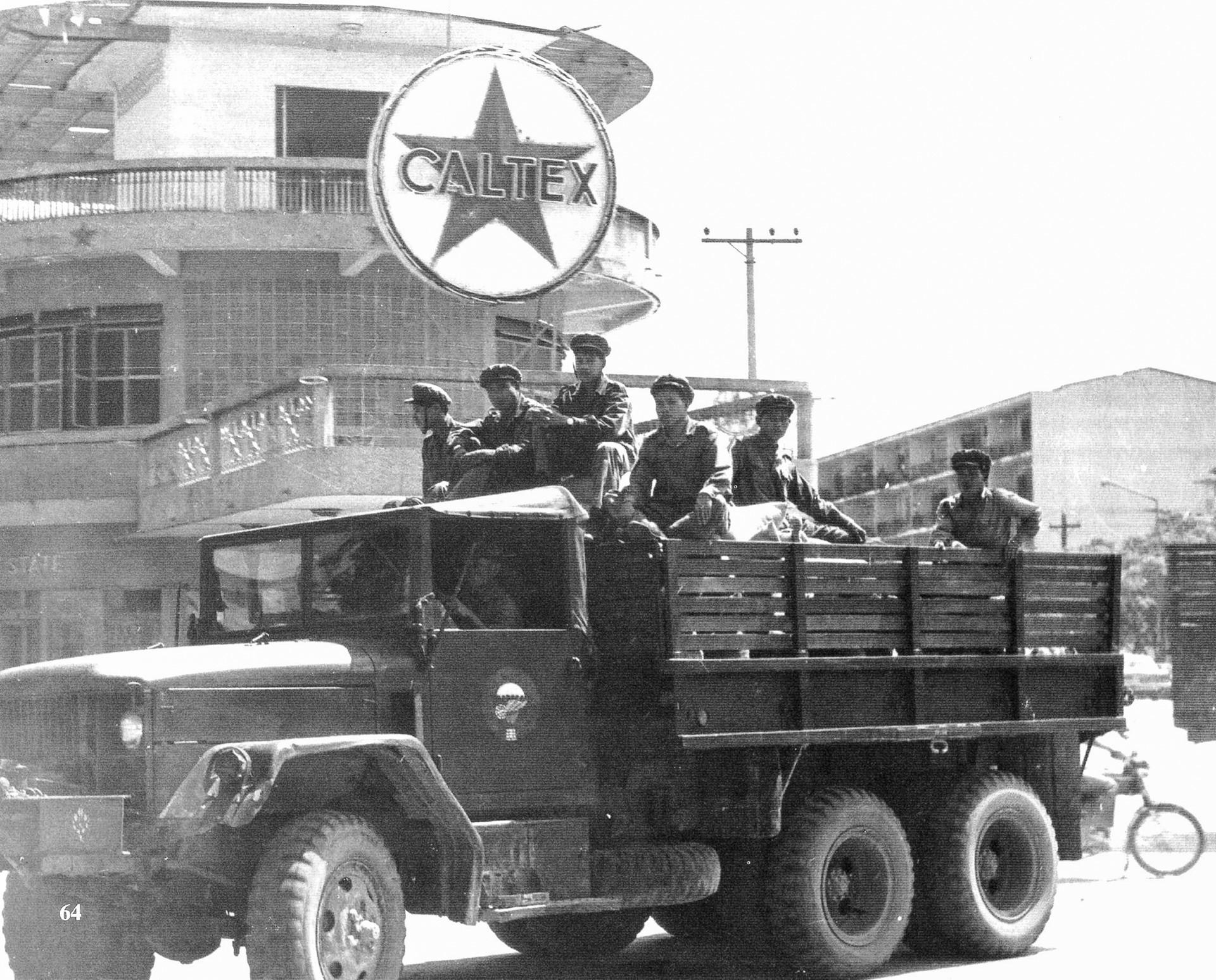 Borci socialističnega gibanja Pathet Lao v prestolnici Vientiane, Laos