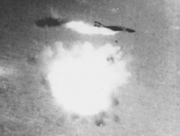 Un McDonnell Douglas F-4 Phantom II de la Armada de EE UU derribado por un SA-2 el 12 de agosto de 1967 cerca de Hanói, Vietnam del Norte.