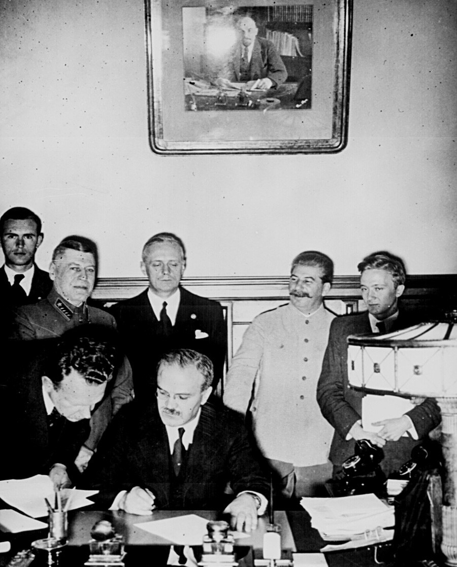 Pacto Molotov–Ribbentrop ou Pacto de Não Agressão foi assinado em Moscou, em 23 de agosto de 1939.
