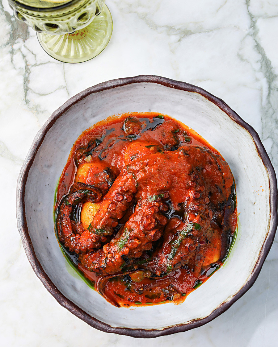 Octopus in tomato sauce with potatoes and capers