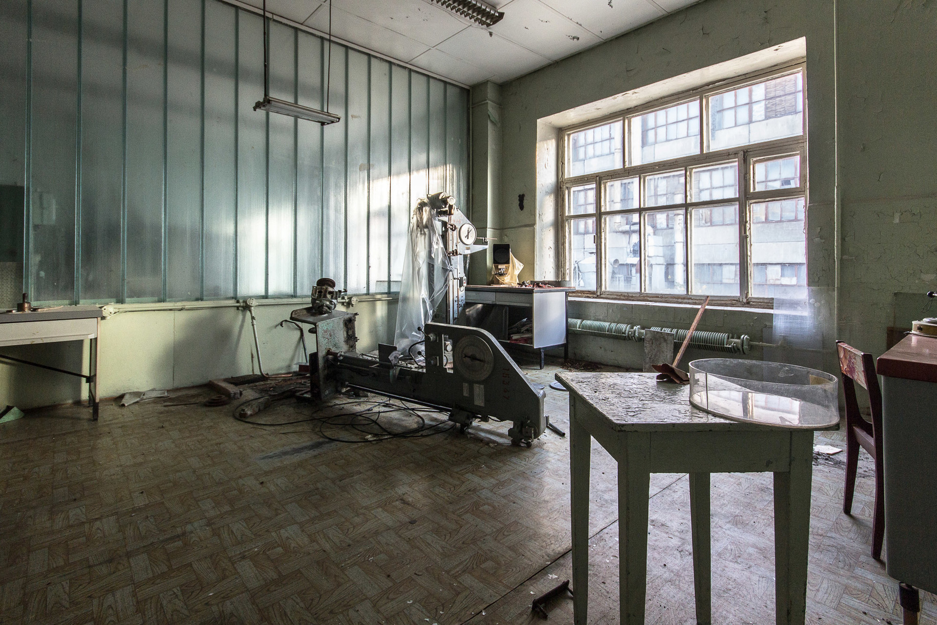 Ancien laboratoire soviétique dans une usine de caoutchouc. Bientôt des appartements seront construits ici.