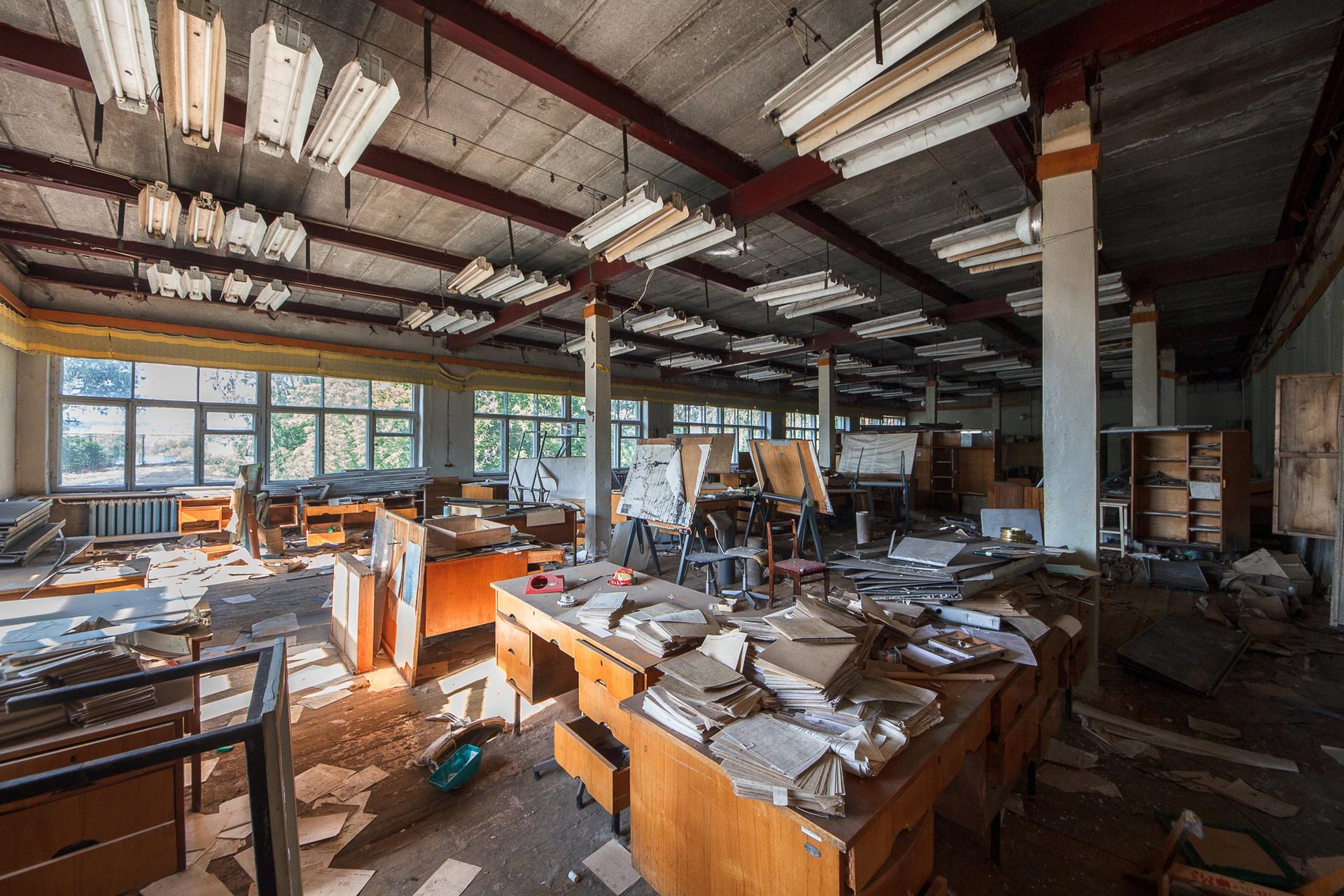 Bureau de design désaffecté, usine IjMach. Des motos légendaires ont été développées ici de 1929 à 2008.
