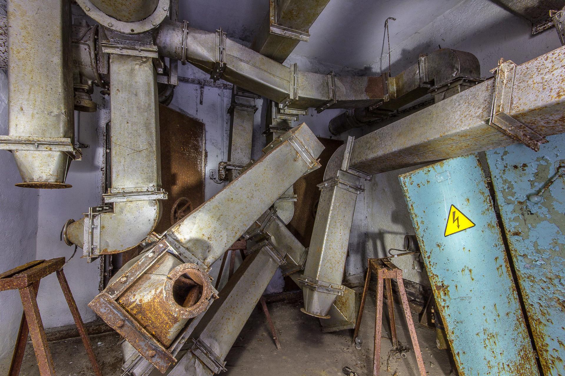 Abri anti-bombes sous une usine de confiture.