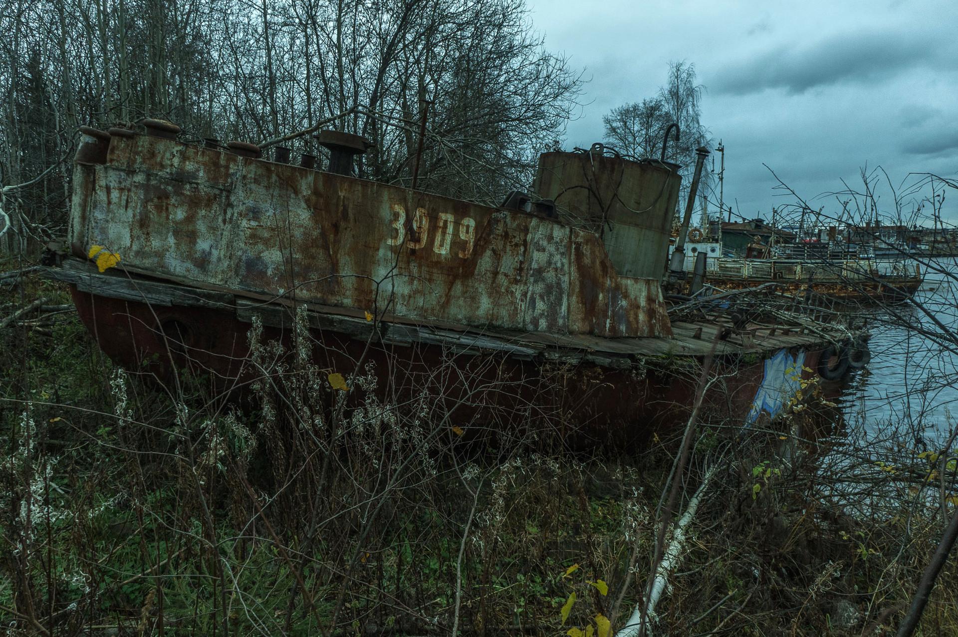 Navires désarmés et abandonnés appartenant à une société de transport fluvial de Perm.