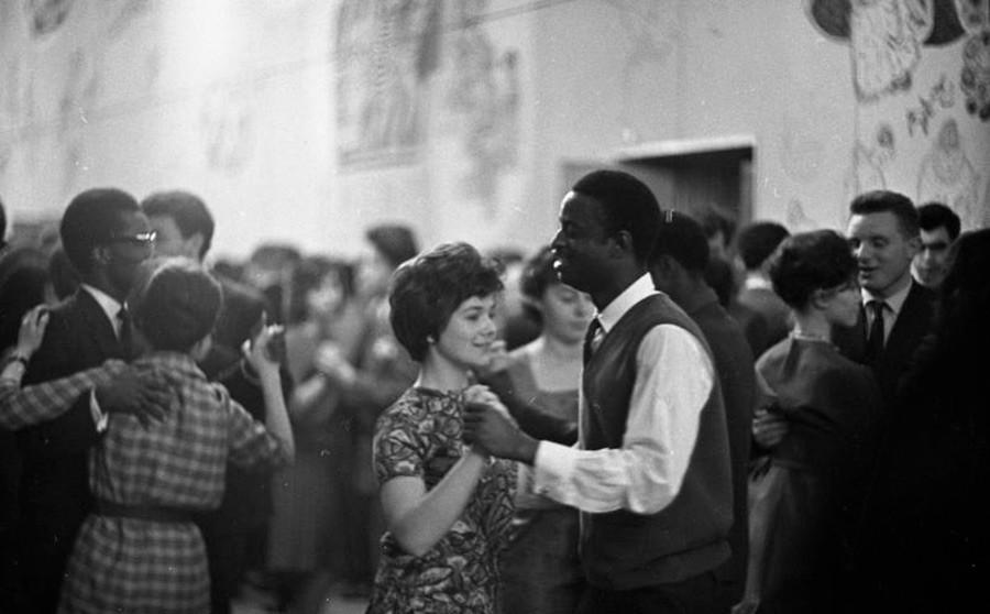 友好の晩。ダンス。1963–1964年。