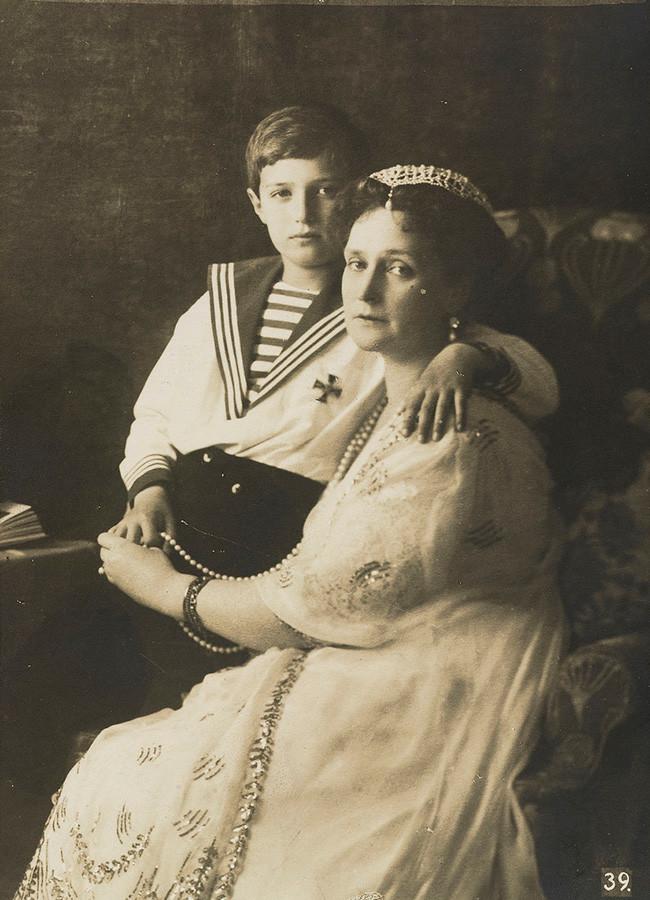 Aleksandra Feodorovna com o filho Aleksêi, 1913