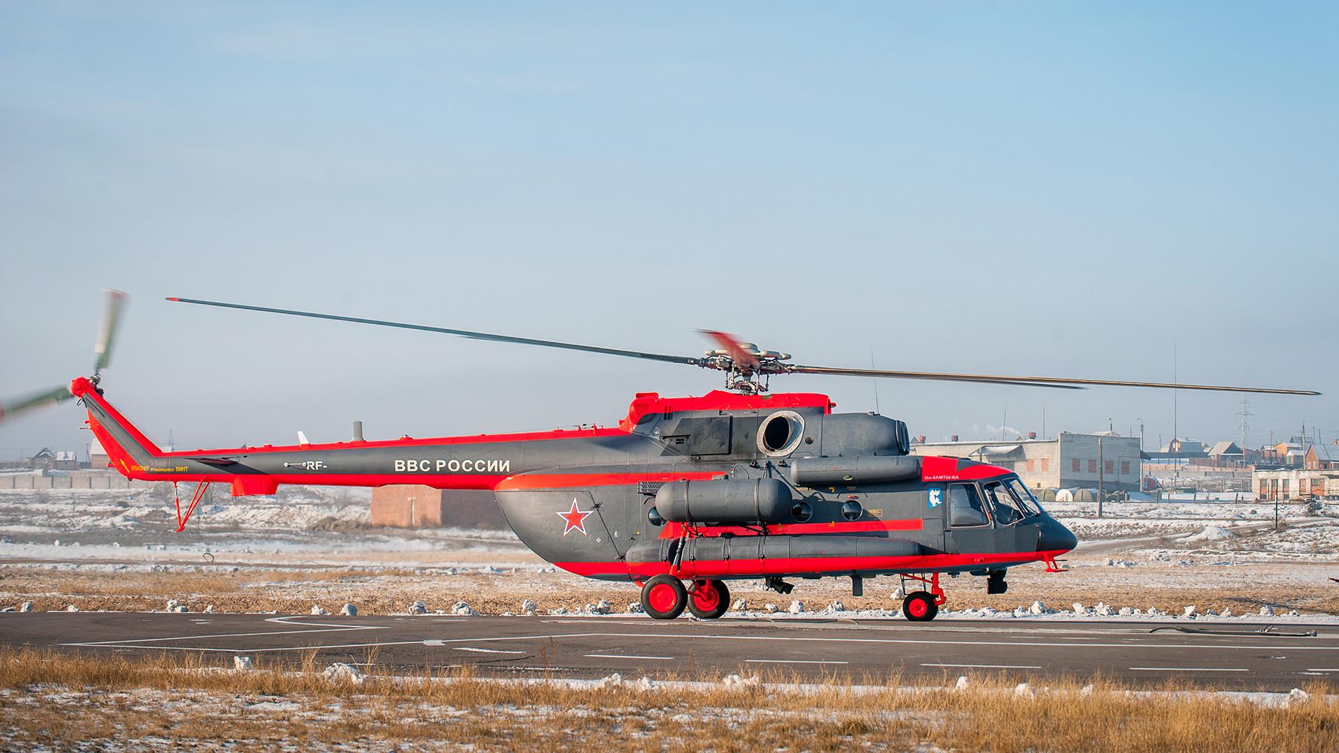 北極用のMi-8AMTSh-VAヘリコプターのテスト。ウラン・ウデの航空工場にて。