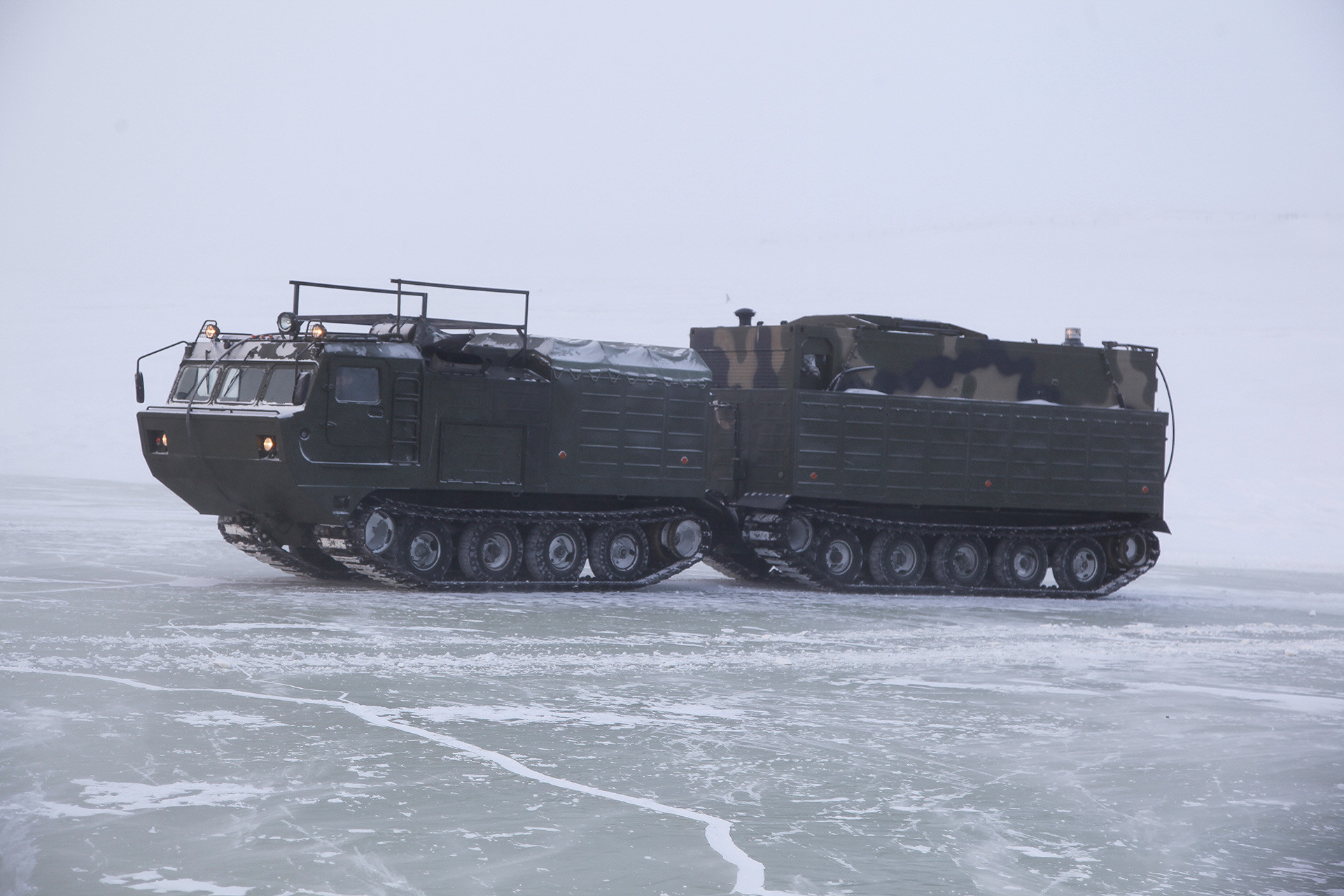 DT-30PM。北極の状況での、新型の兵器のテストの時。
