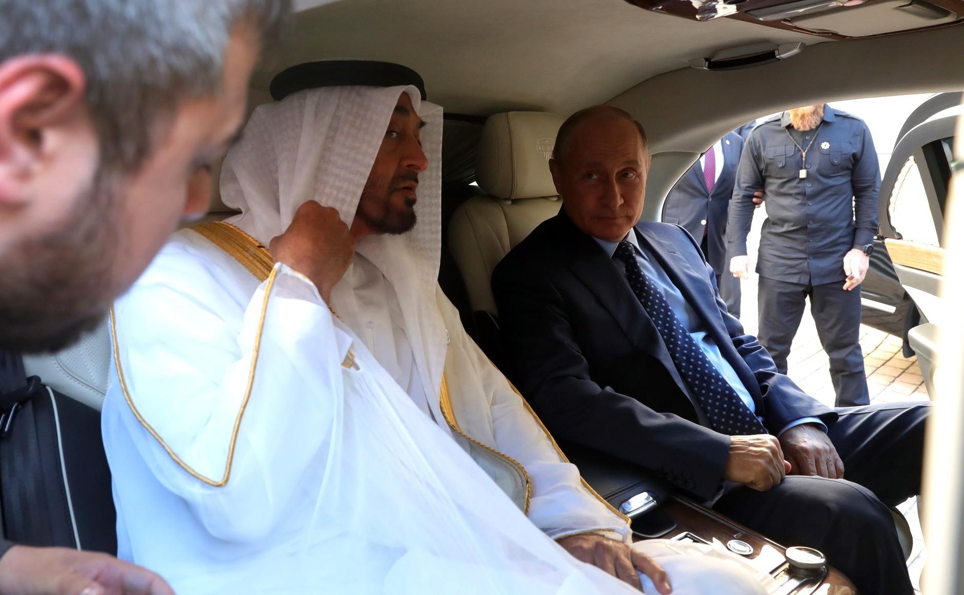"""Путин и престолонаследникот на емиратите Абу Даби Мухамед бен Заид ел Нахјан во лимузината """"Аурус"""", 1 јуни 2018."""