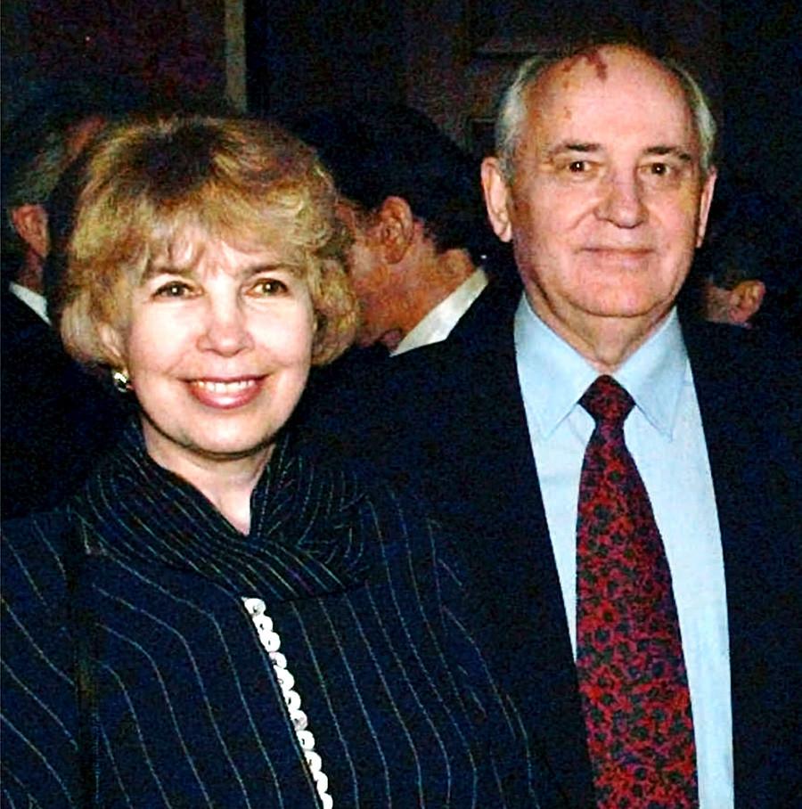 Raisa Gorbačova in nekdanji sovjetski predsednik Mihail Gorbačov na Svetovnem forumu 27. septembra 1995 v hotelu Fairmont v San Franciscu