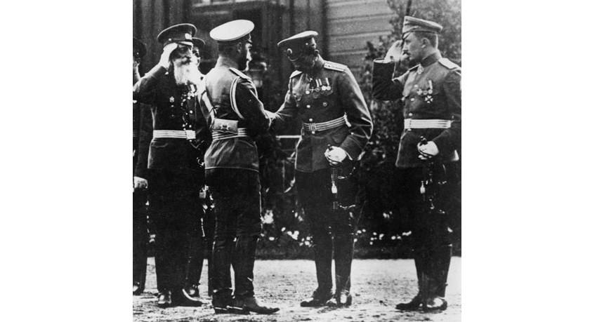 Руски цар Николај Други и капетан Сергеј Уљанин.