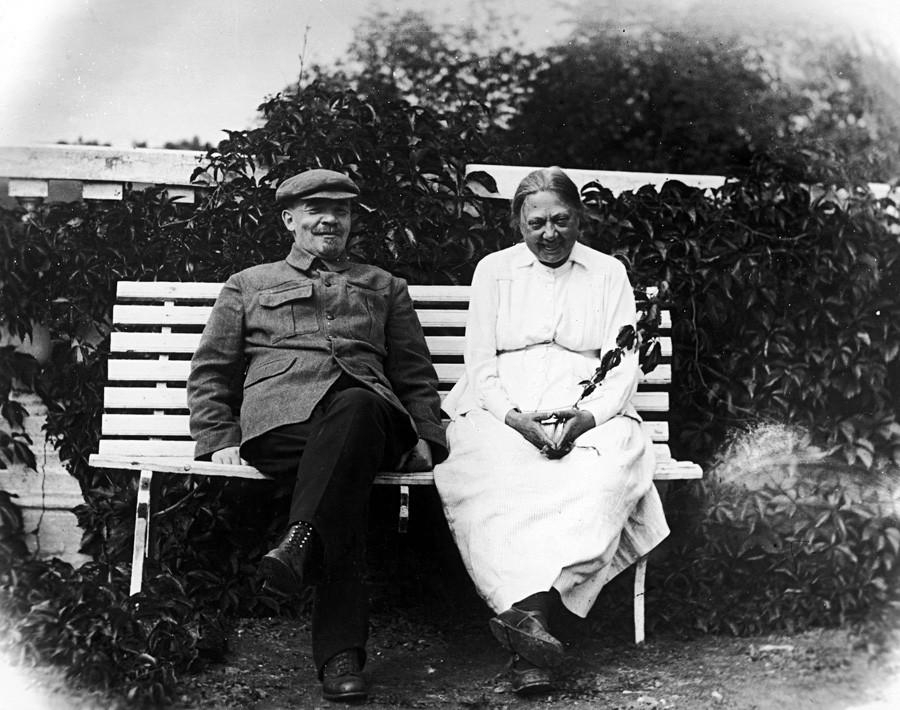 Lênin com sua mulher Nadejda Krúpskaia em Górki, região de Moscou, 1922