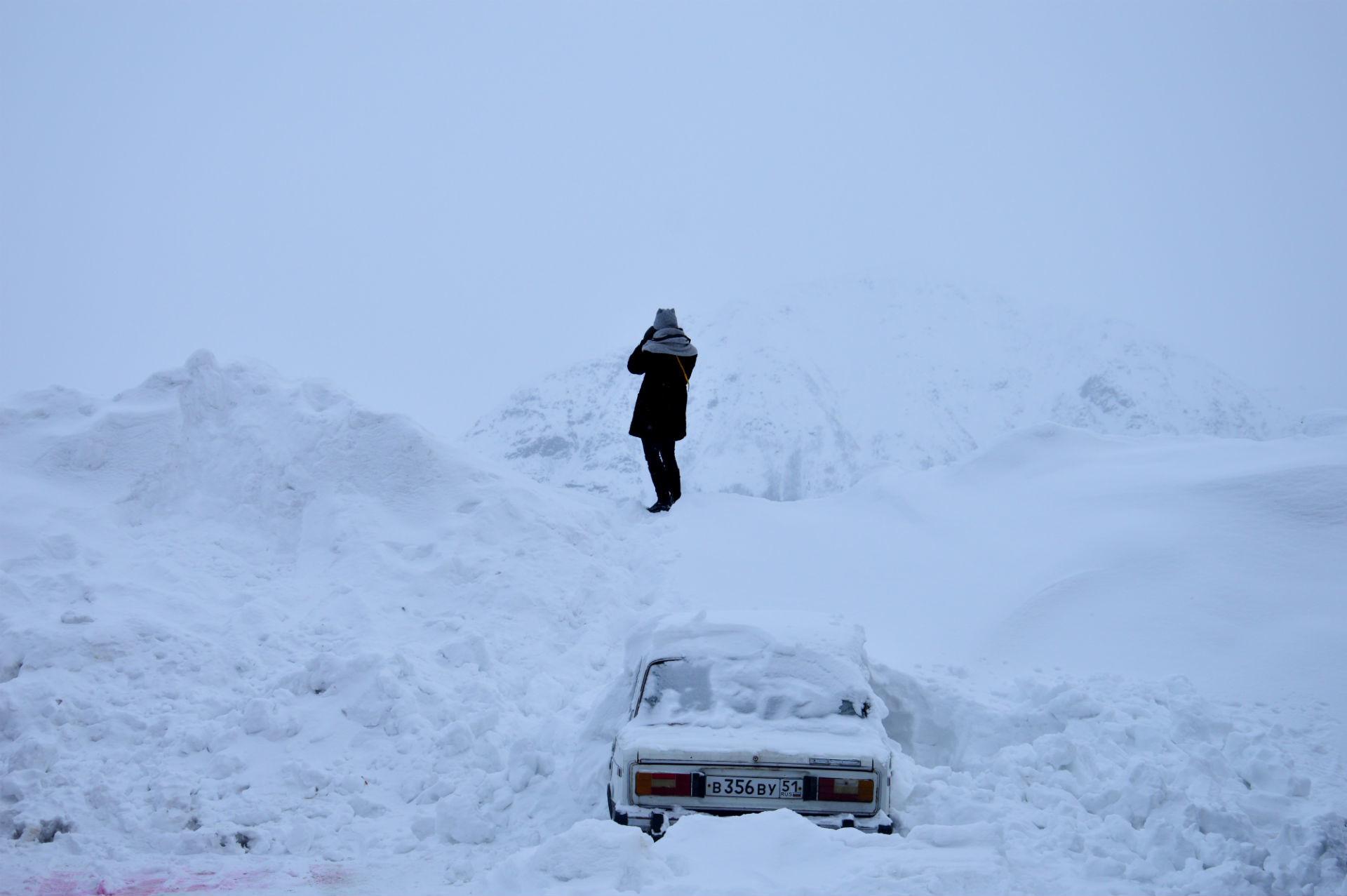 Beli sneg in tišina pričarata nerealno izkušnjo.