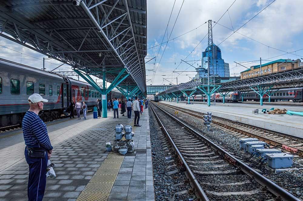 Taking a break at Samara station