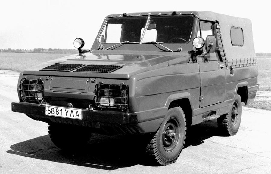 Армейски плаващ автомобил УАЗ-3907