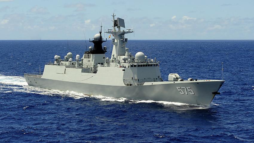 Китайската фрегата Тип-054А, на която Русия е хвърлила око