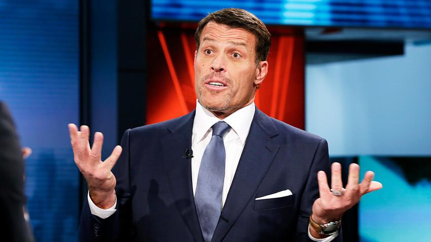 """Tony Robbins je u Rusiji zaradio pravo bogatstvo (možda bismo trebali reći """"još jedno bogatstvo""""?), no nisu ga svi prihvatili s odobravanjem."""
