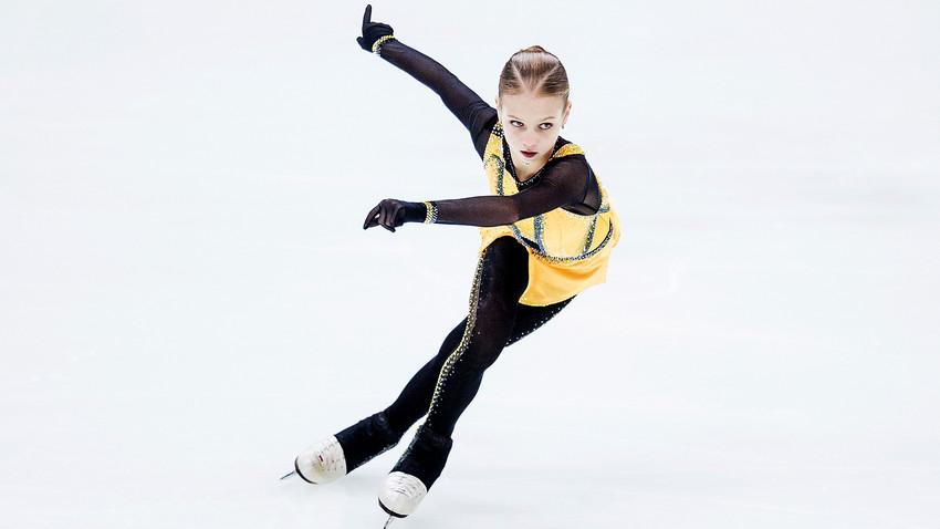 9月6日。カウナス、リトアニア。フィギュアスケートのジュニア・グランプリ(GP)シリーズ第3戦、ジュニア女子ショートプログラムで演じているアレクサンドラ・トルソワ。
