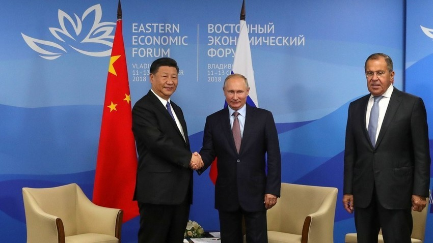 Си Ѓинпин, Владимир Путин и Сергеј Лавров на Источниот економски форум 2018
