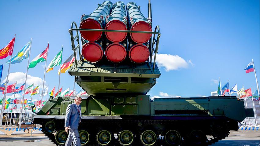 第4回軍事技術フォーラム「アールミヤ2018」で展示された防衛システム「Buk-M3」。「パトリオート」公園にて。