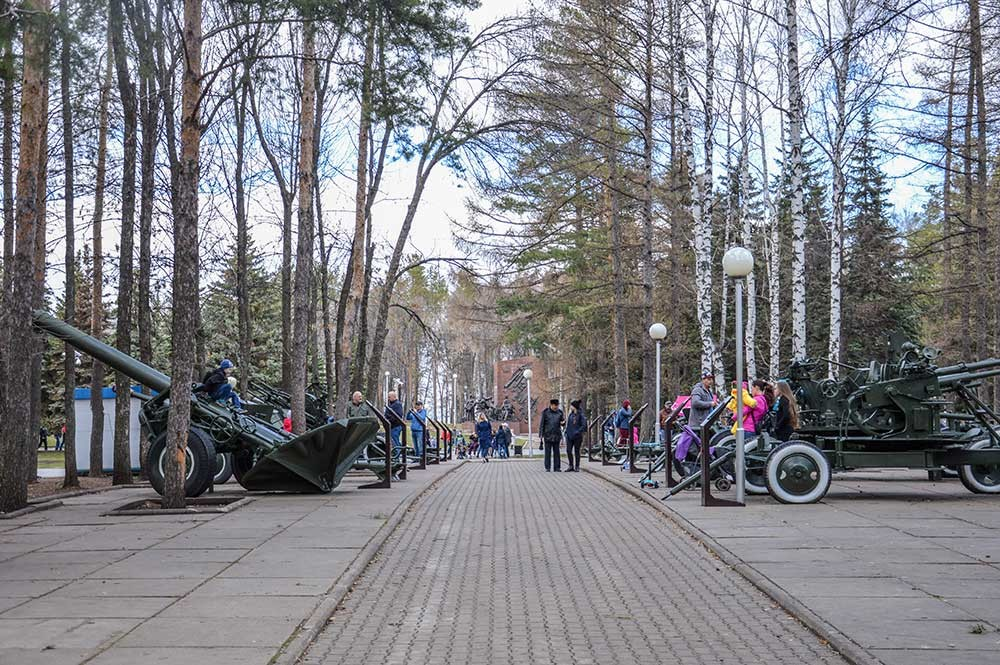 Sejumlah instalasi yang didedikasikan untuk mengenang kejayaan tentara-tentara Soviet.