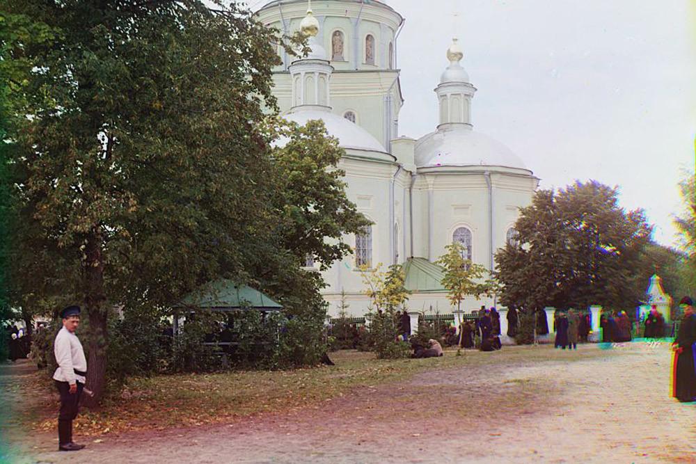 Catedral de la Trinidad del sagrado monasterio de la Trinidad en Bélgorod, 1910.