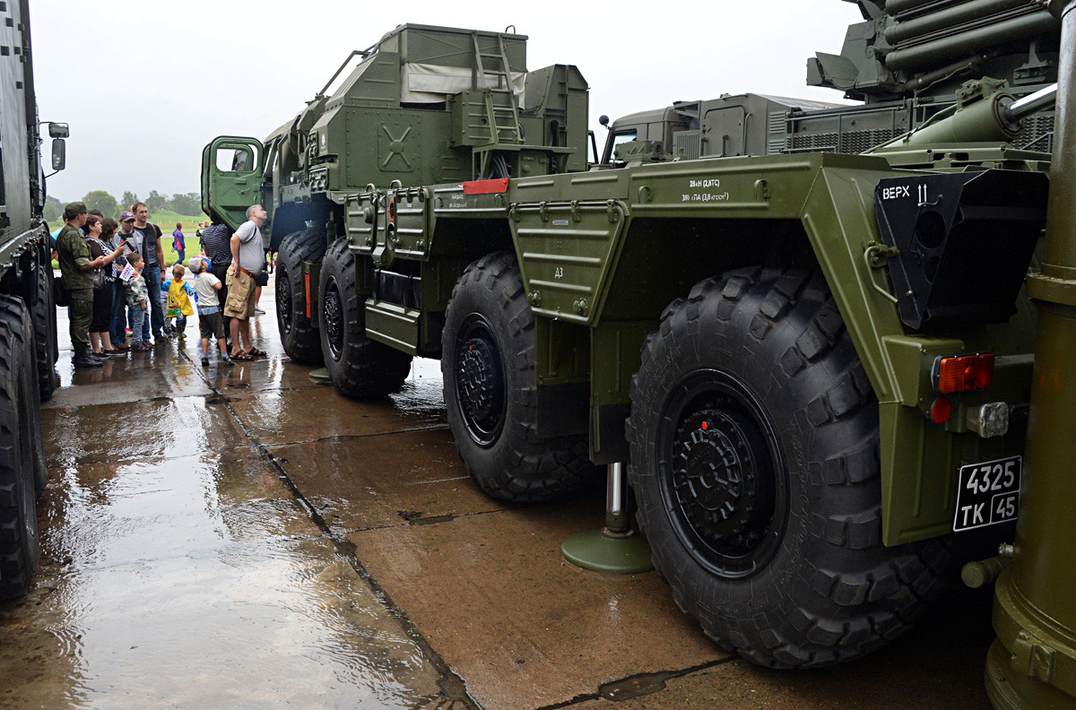 A transport and launching unit of the S-400 triumf anti-aircraft missile system displayed at the exhibition of aviation and air-defense equipment at the military and technical forum Army 2018, held at the air force airfield Tsentralnaya Uglovaya, Primorye Territory.