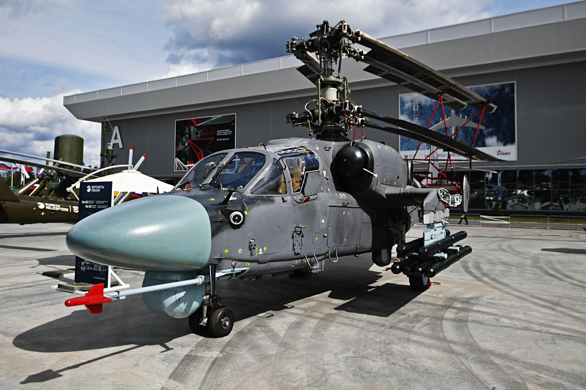 A Ka-52K helicopter on display during the exhibit of military equipment at the ARMY 2017 International Military-Technical Forum at the Alabino training ground.