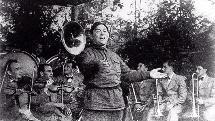 Utjossow singt für Soldaten an der Front, 1942