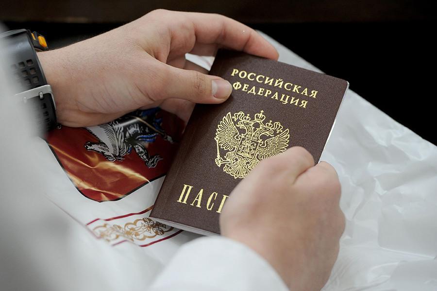 """Руски """"внатрешен"""" пасош."""