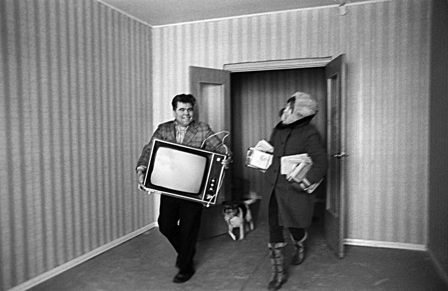 Първите наематели на ново жилище в квартал Орехово-Борисово в Москва