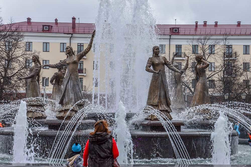 「7人の少女」噴水
