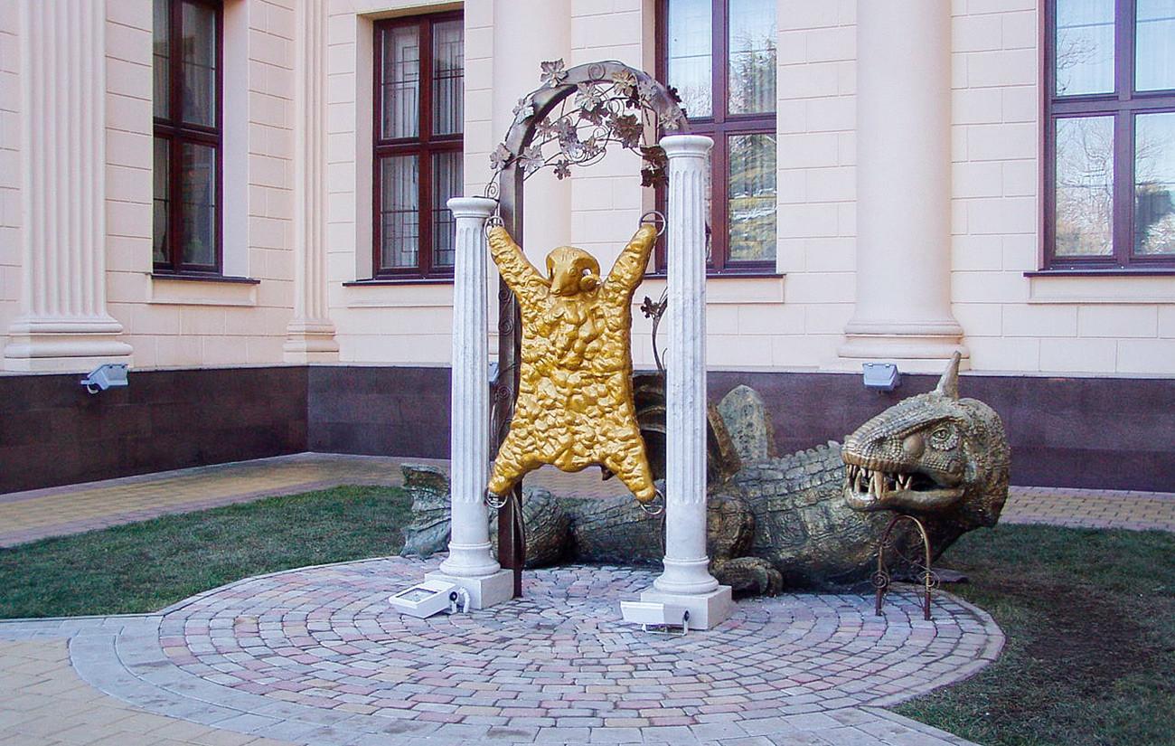 彫刻「金毛羊皮」、ソチ。