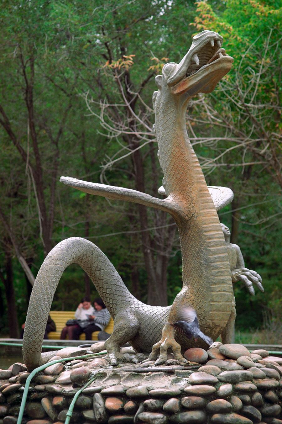 エリスタの噴水「少年とドラゴン」