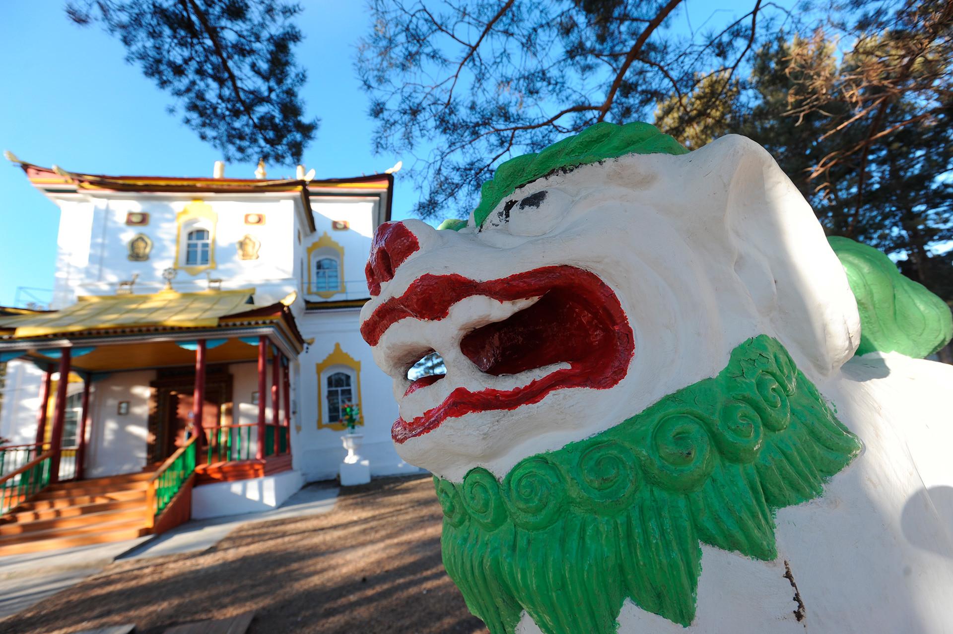 ザバイカル地方のアギンスコエ村の近くに位置するアギンスキー・ダツァン(仏教の寺院)。