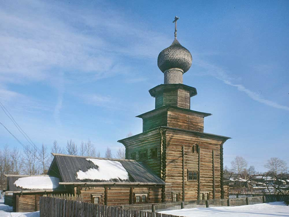 Belozersk. Church of the Prophet Elijah, southwest view. March 3, 1998.
