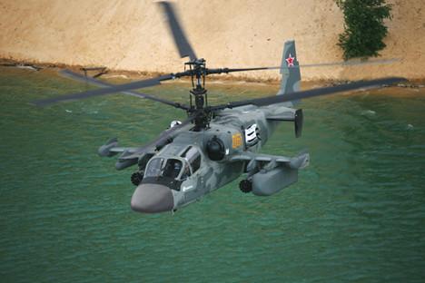 """Хеликоптерот Ка-52К на изложбата на воена техника на Меѓународниот воено-технички форум """"Армија 2018"""", полигон Алабино."""