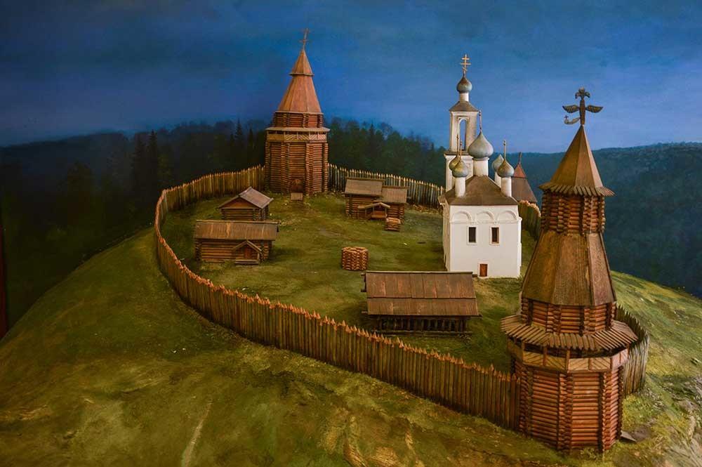 Modell des hölzernen Kremls, der sich einst auf dem Hügel befand, wo heute die Statue von Salawat Juljajew steht