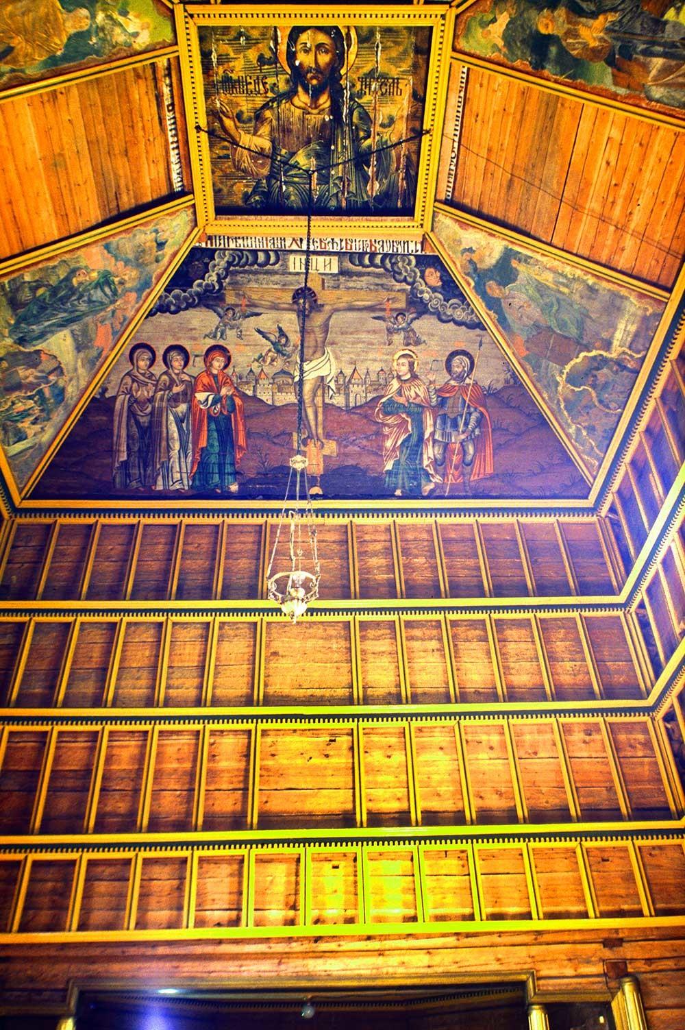Iglesia del Profeta Elías, interior. Vista este con pinturas de Cristo en el techo y marco de la pantalla de iconos. 23 de julio de 1999.