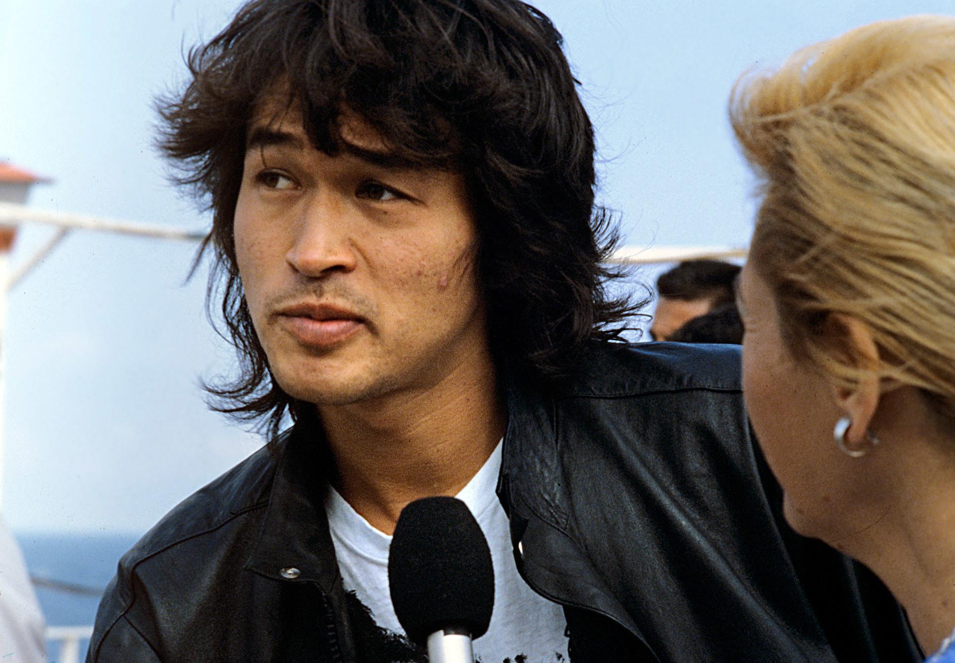 Frontman band Kino Viktor Tsoi dalam festival film Golden Duke. 1988.