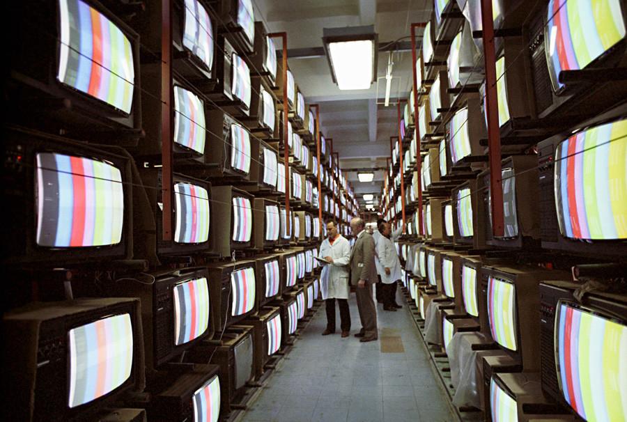 Testen von Fernsehgeräten der Firma