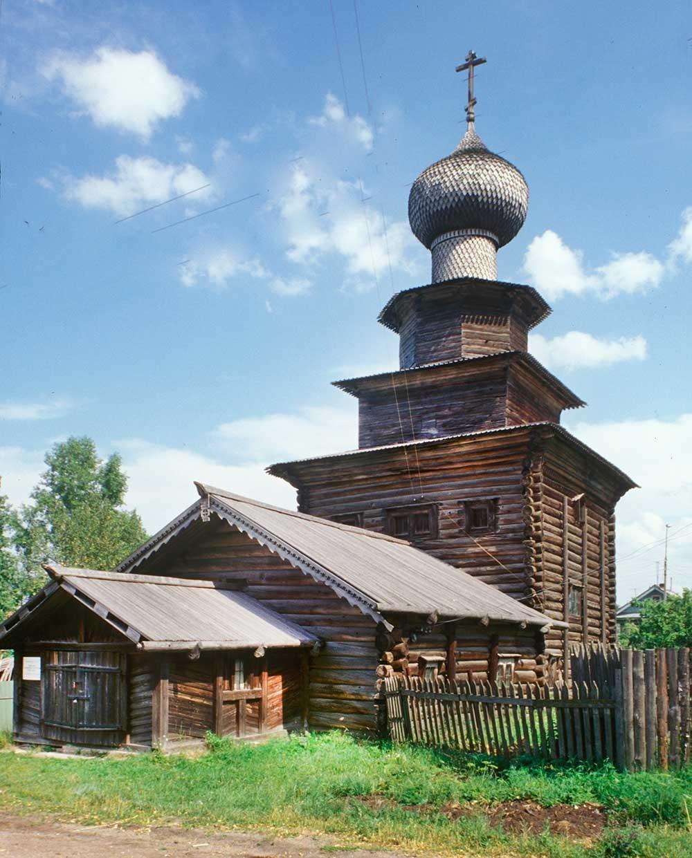 南西から見た聖イリヤ聖堂。1999年7月23日。